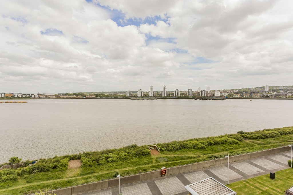 Images for HULL PLACE GALLEONS REACH LONDON E16 2SW EAID:3f40363ad7e221028e9eb5ef1708ea31 BID:1